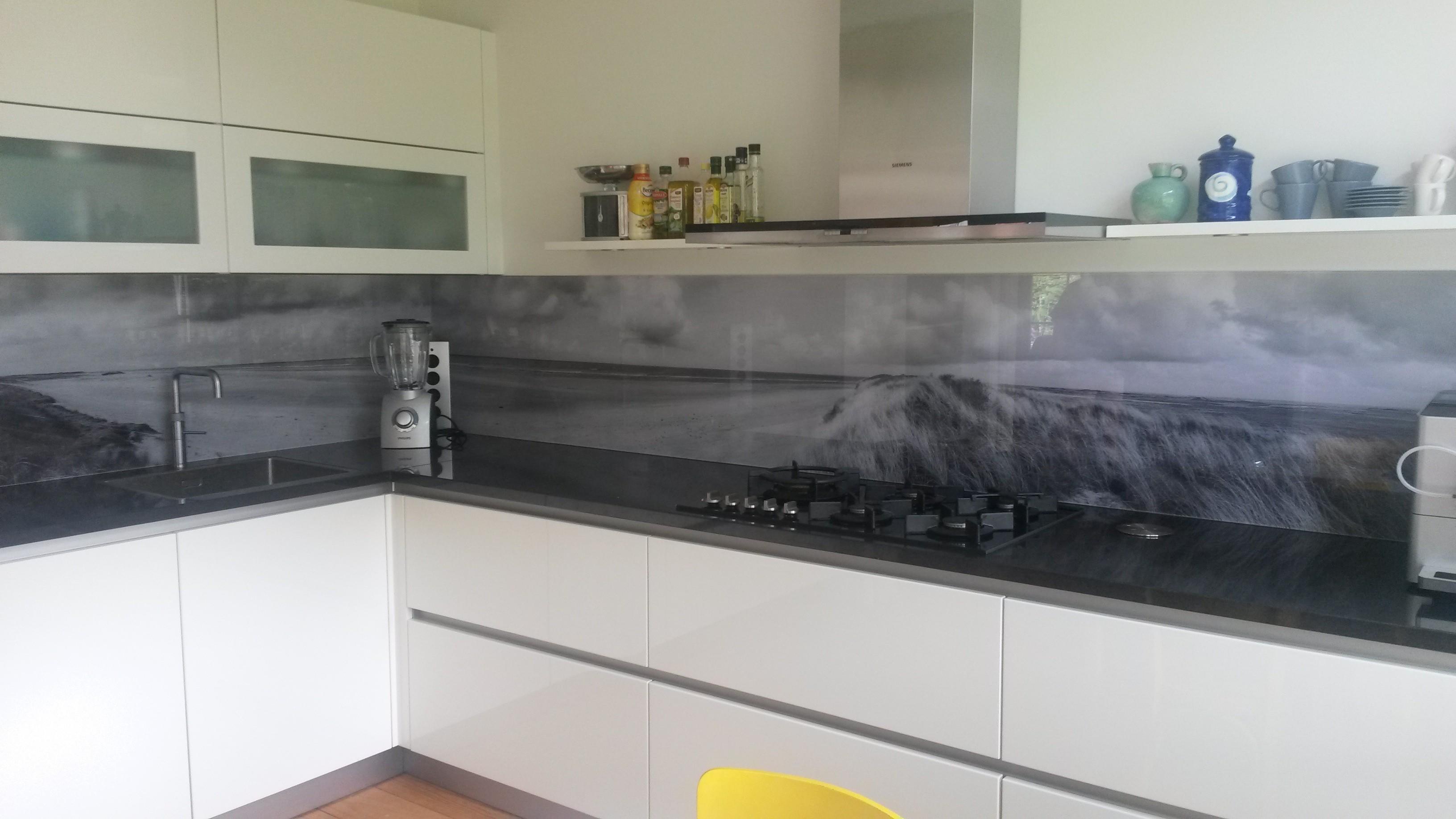 Achterwand Voor Keuken : Glazen keuken achterwand met print glasbestellen