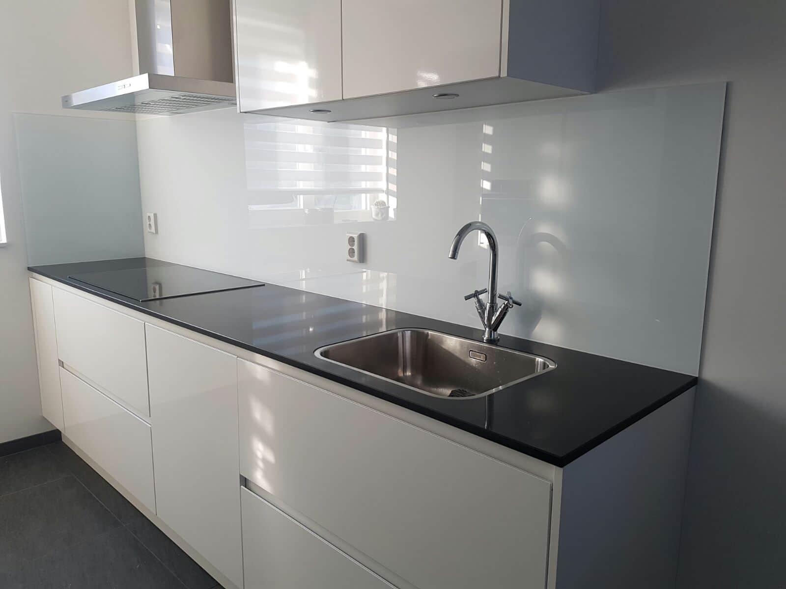 Glazen Keuken Achterwand : Keuken achterwand glas ral 9003 glasbestellen.nl